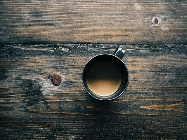 Kofeín zvyšuje produktivitu, sústredenosť a zlepšuje náladu.