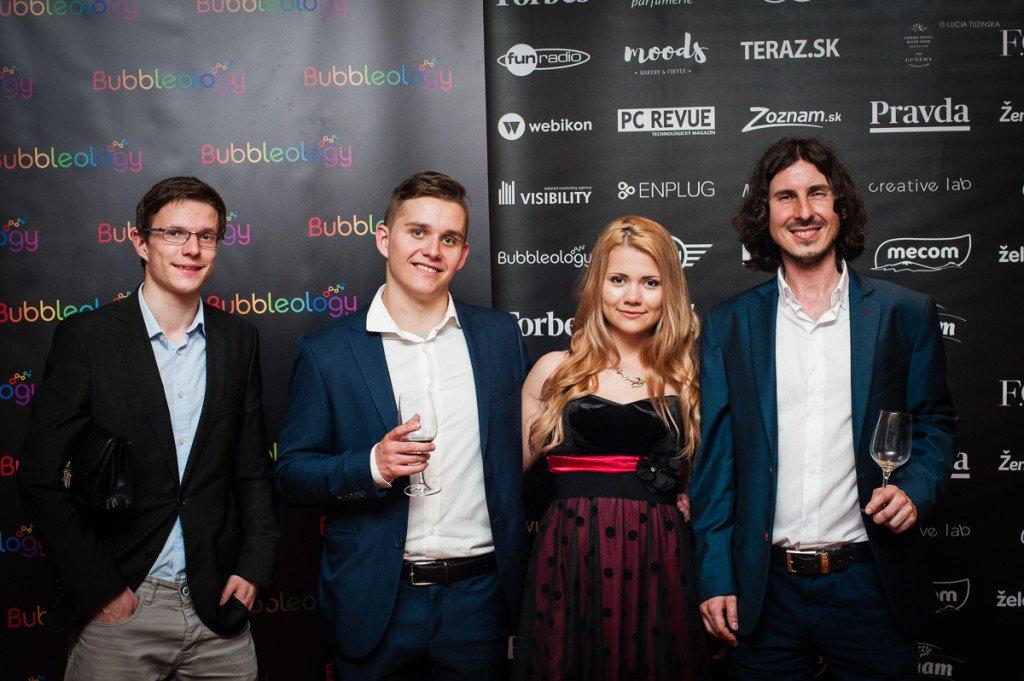 Galavečer Bloger roka 2015 spolu s manželkou Henrietou, Peťom Furmaníkom a Jarom Dodokom